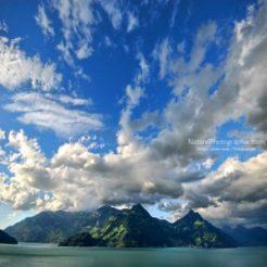Montagnes dans l'Eau