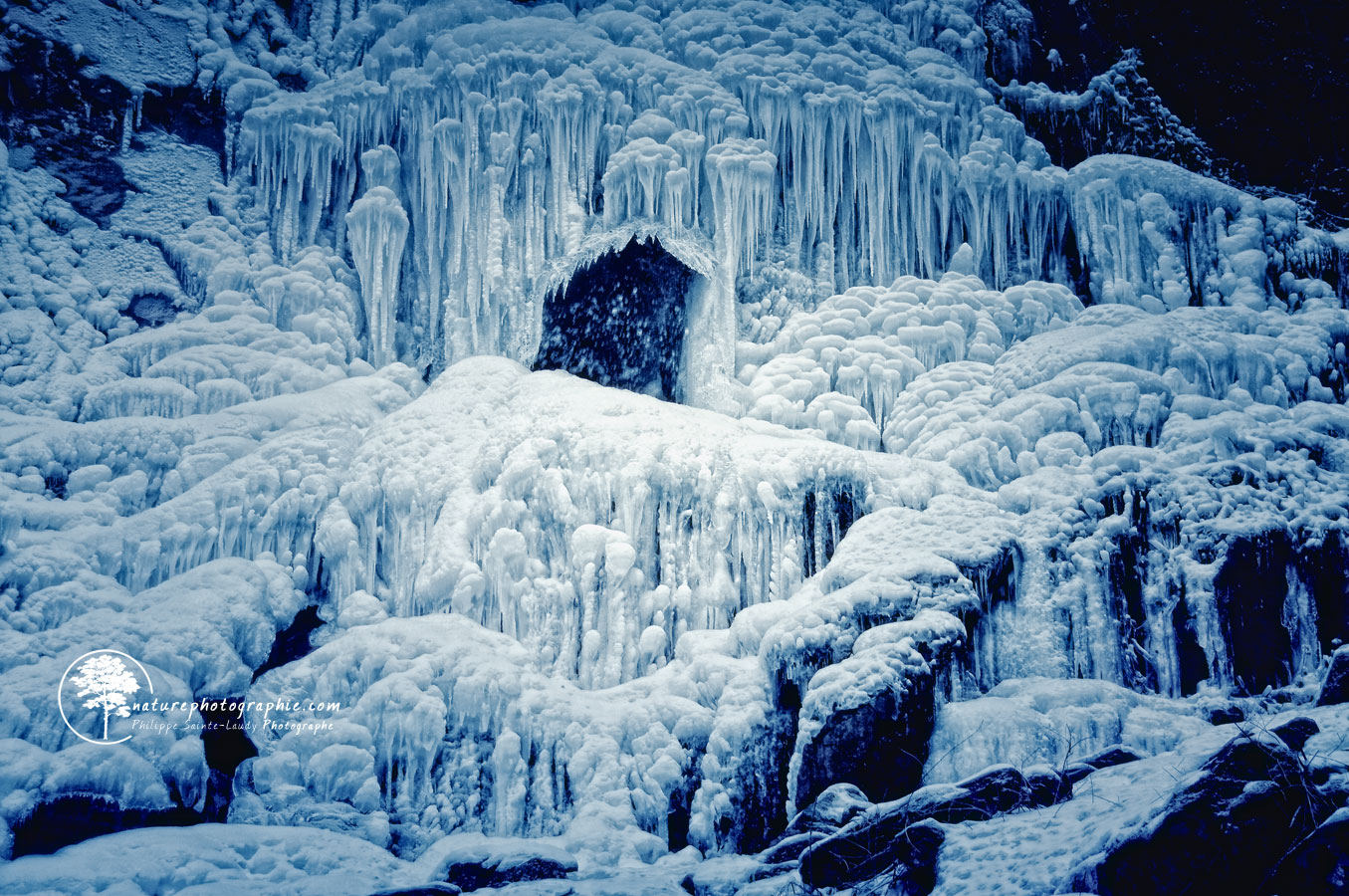 Cascade bleue gelé