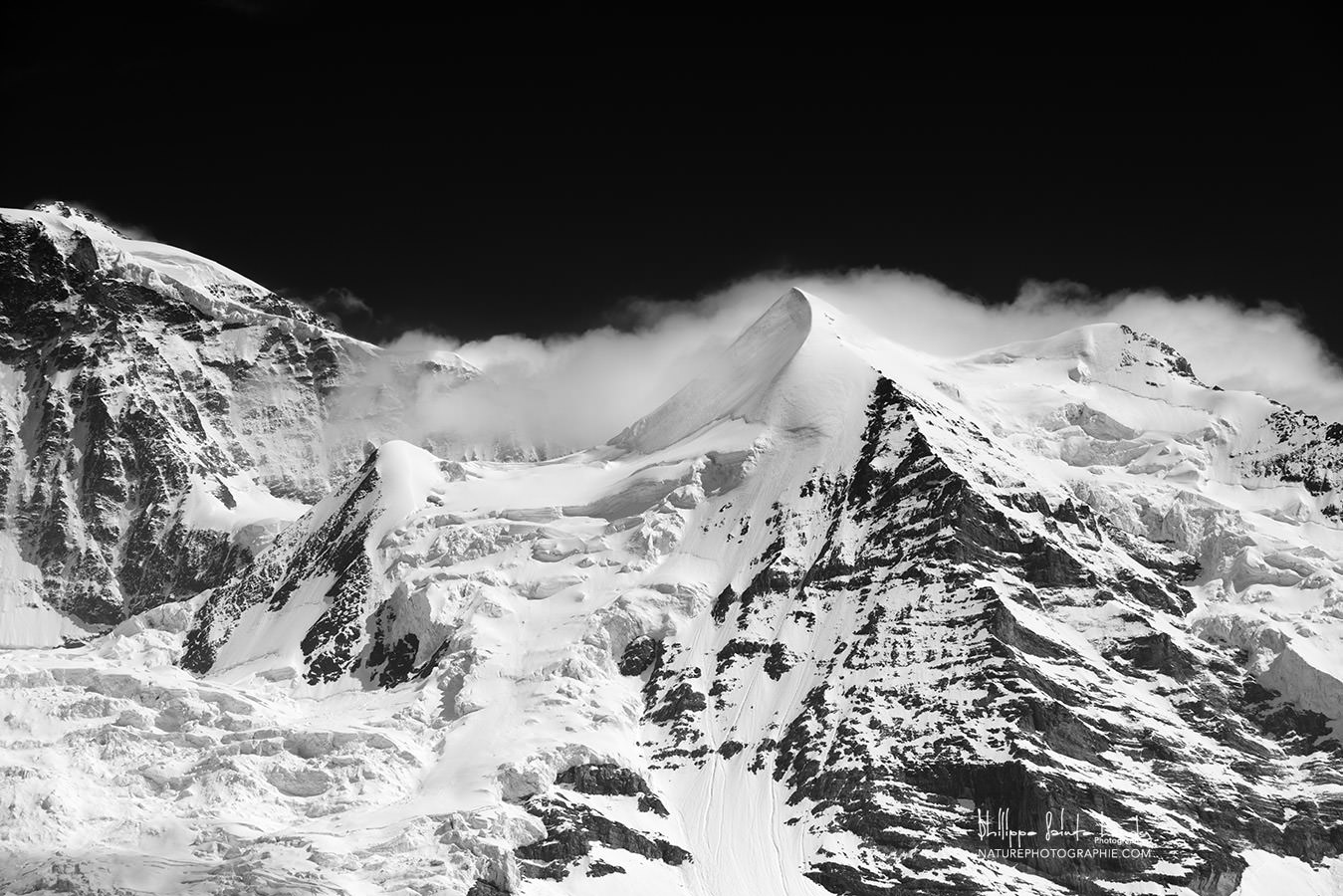 Massif de la Jungfrau en noir et blanc