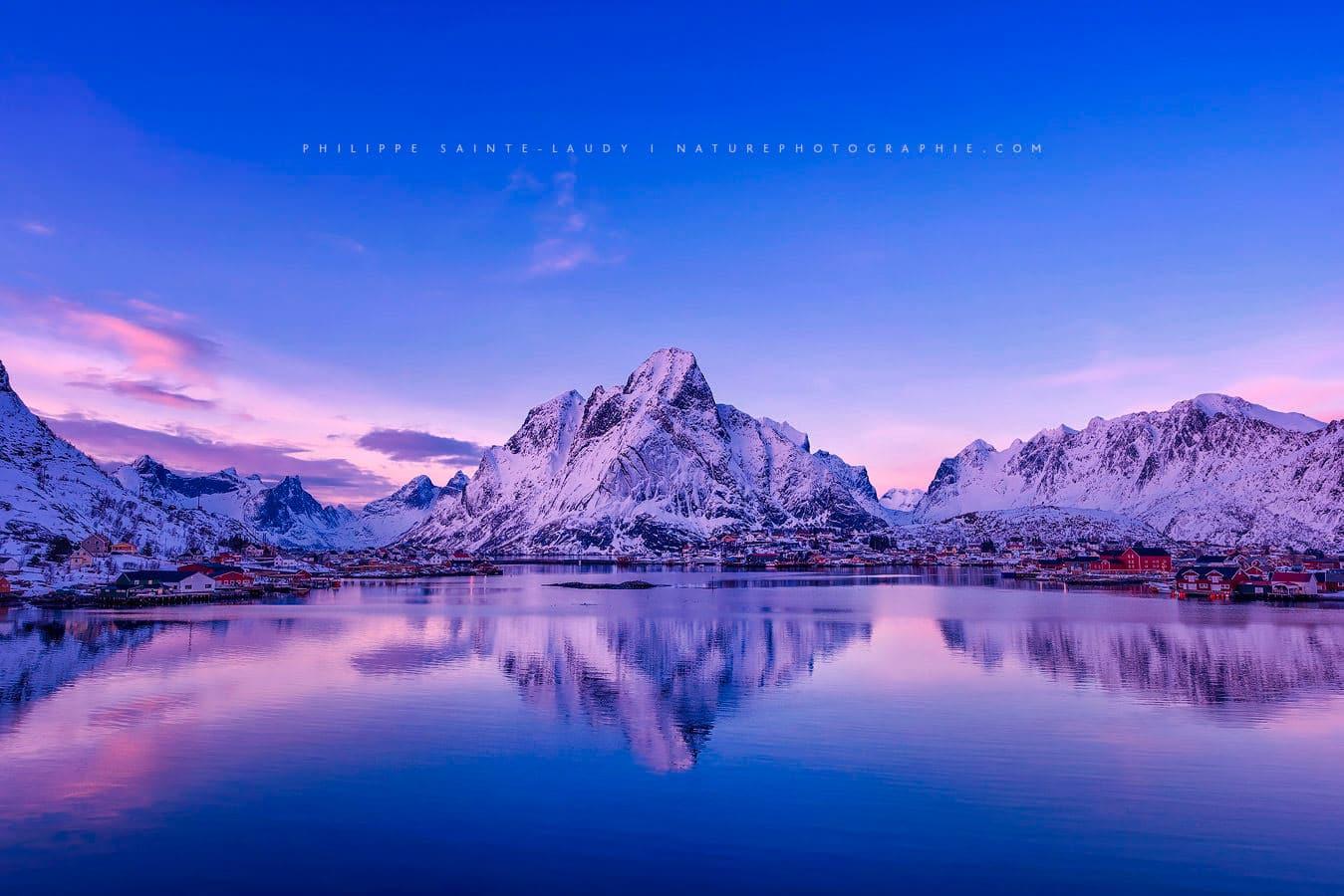 Les montagnes de Reine sur les îles Lofoten