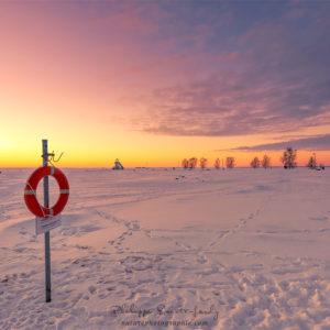 Un coucher de soleil en hiver - Plage de Oulu en Finlande