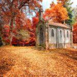 Une église dans les Vosges en automne - Lac de la Maix