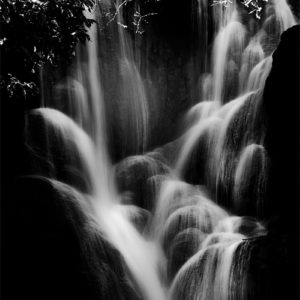 Cascades de Kuang Si en noir et blanc