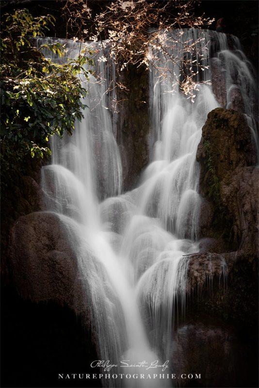 Cascades de Kuang Si au Laos en pose longue