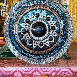 Un gong dans un temple au Laos