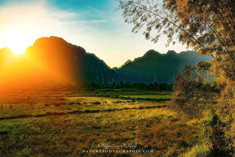 Le soleil disparaît sur Vang Vieng