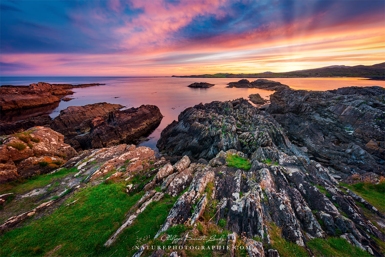 Derniers rayons de soleil sur la baie de Altar Wedge Tomb - Irlande