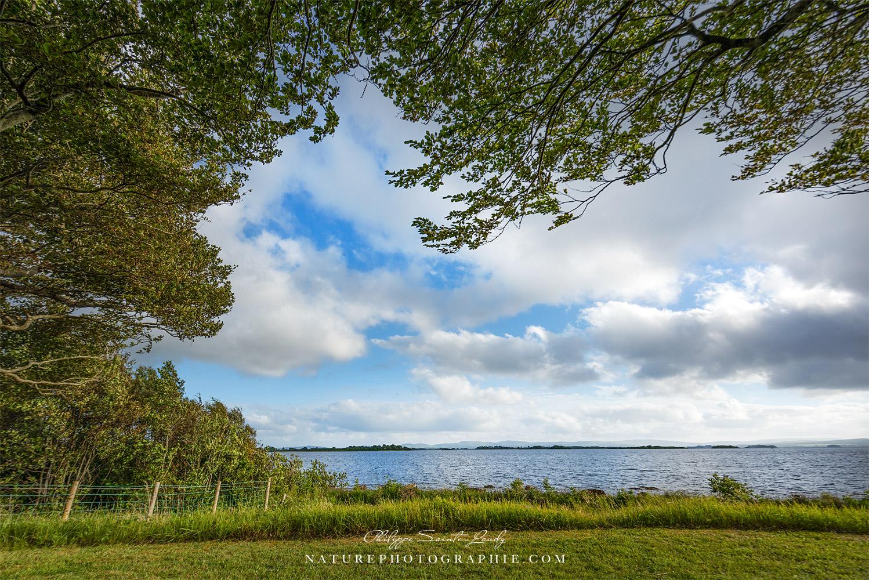 Le lac Corrib en Irlande