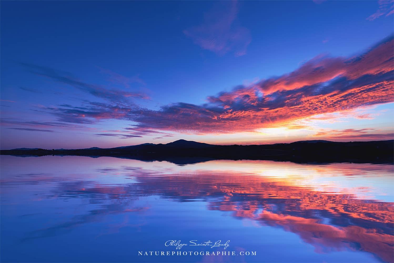 Reflet du ciel pendant un coucher de soleil en Irlande