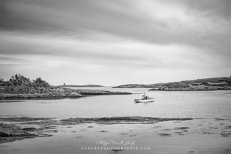 Photo du lac Corrib en noir et blanc