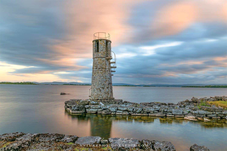 Pose longue au phare de Ballycurrin en Irlande
