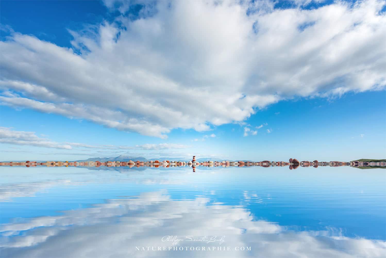 Reflet sur la plage de Mulranny en Irlande