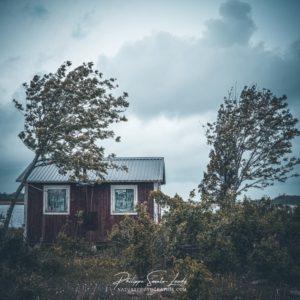 Le vent souffle sur une maison de pêcheur