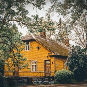 Maison jaune en Estonie