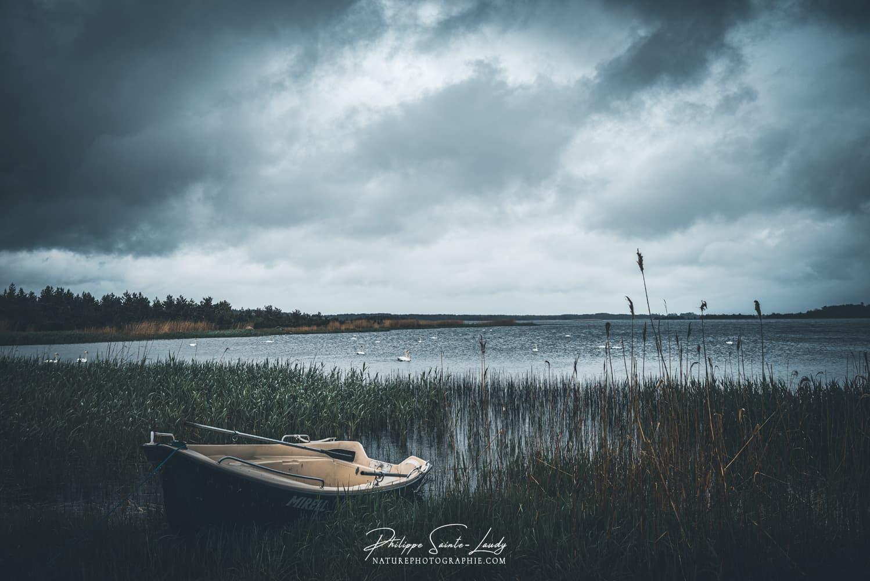 Photo d'une barque sur l'île de Saaremaa en Estonie