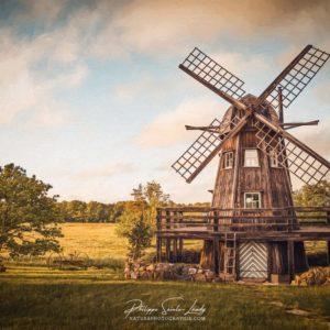 Coucher de soleil sur un moulin en Estonie