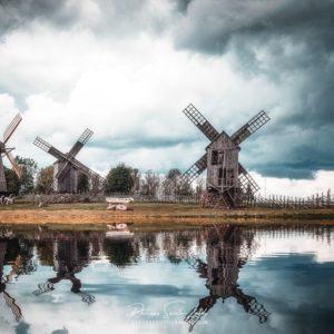 Reflets de moulins à vent à Angla - Estonie