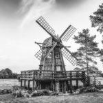 Photo noir et blanc d'un moulin en Estonie