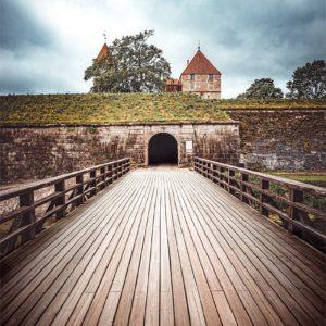 Pont en bois à l'entrée de Tallinn