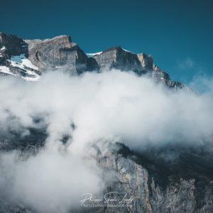 Ceinture de nuages dans les Alpes Suisses