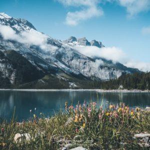 Les bords du lac Oeschinen