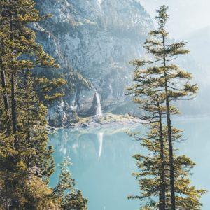 L'une des cascades entourant le lac Oeschinen