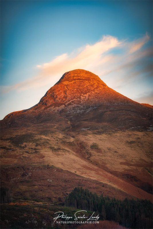 Montagne surplombant Glencoe au coucher du soleil