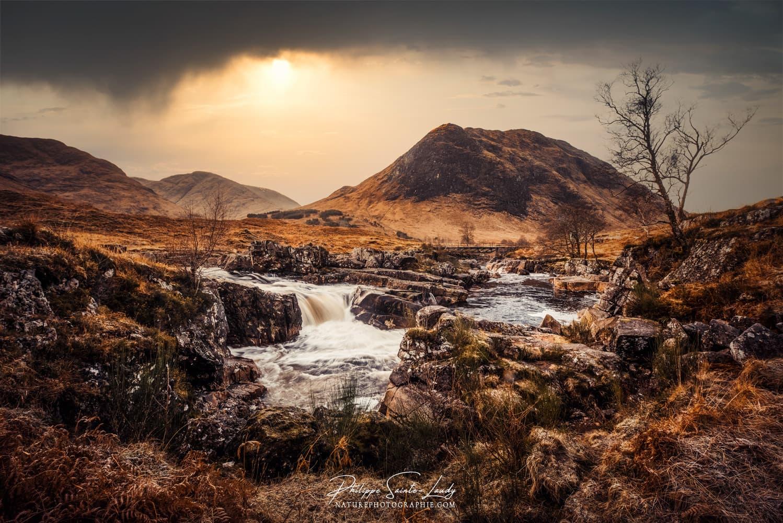 Chute d'eau dans les Highlands