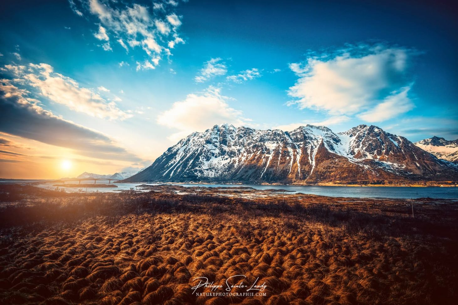 Balade dans les îles Lofoten au coucher de soleil
