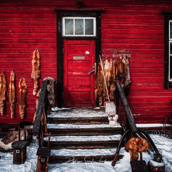 Maison en bois rouge traditionnelle de Finlande