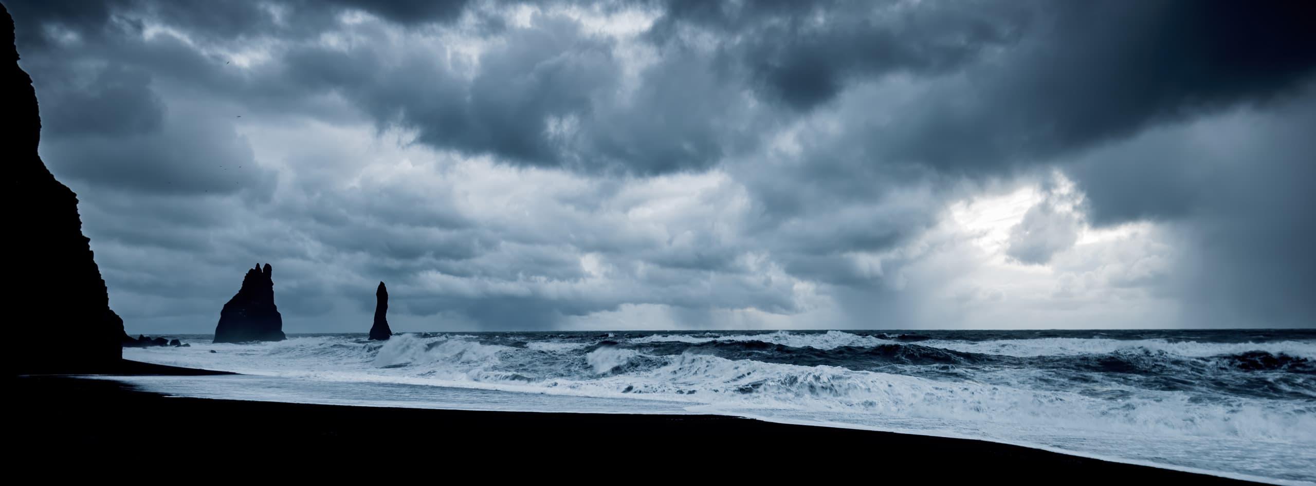 Les Reynisdrangar en Islande