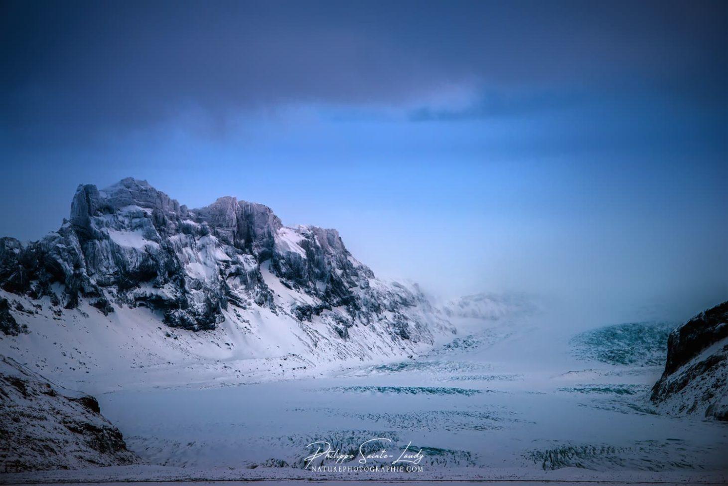 Montagnes enneigées en Islande
