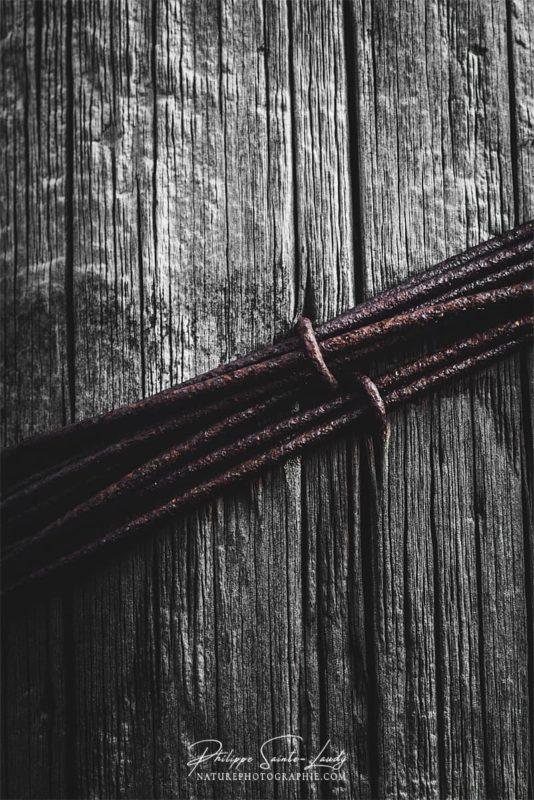 Gros plan sur fil de fer rouillé