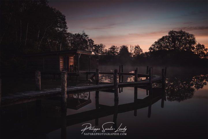 Photo à la tombée de la nuit sur un étang
