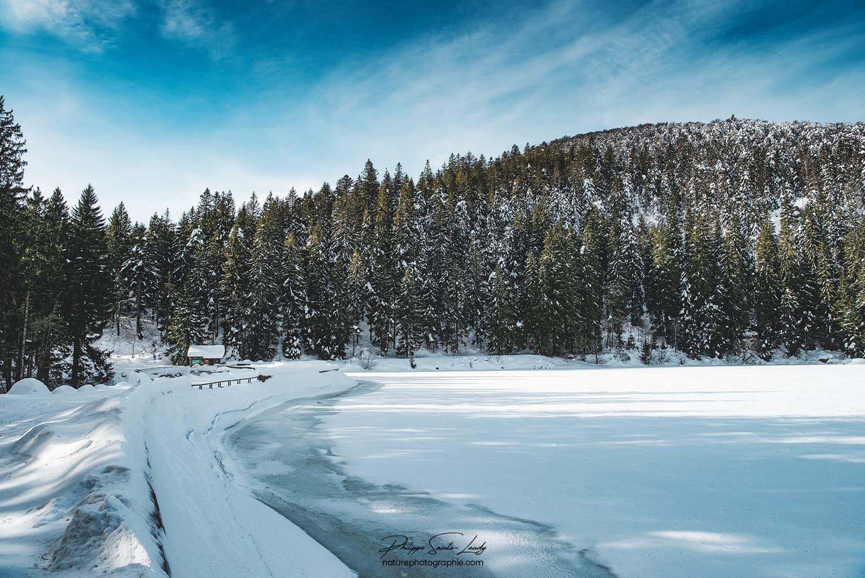 Photo du Lac Vert sous la neige