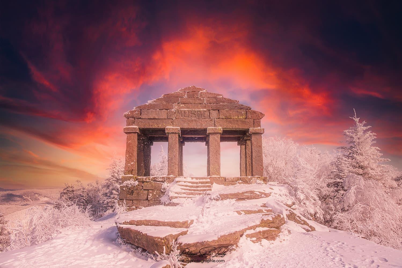 Coucher de soleil sur le temple du Donon