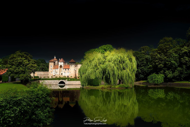 Ciel noir sur le Château de Sercy