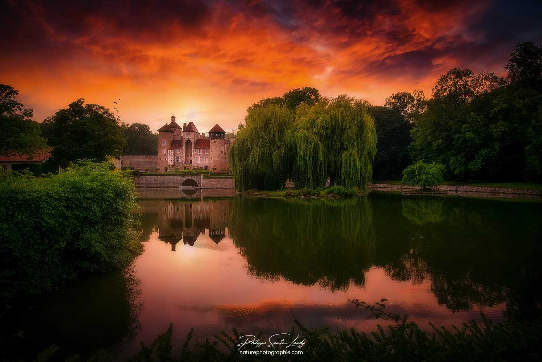 Coucher de soleil sur le château de Sercy